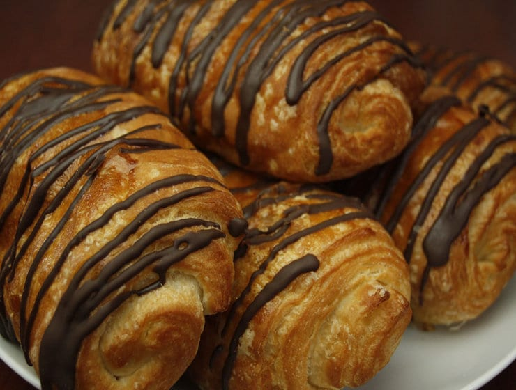 rsz_beckmanns_old_world_bakery_farmers_market_chocolate_croissant